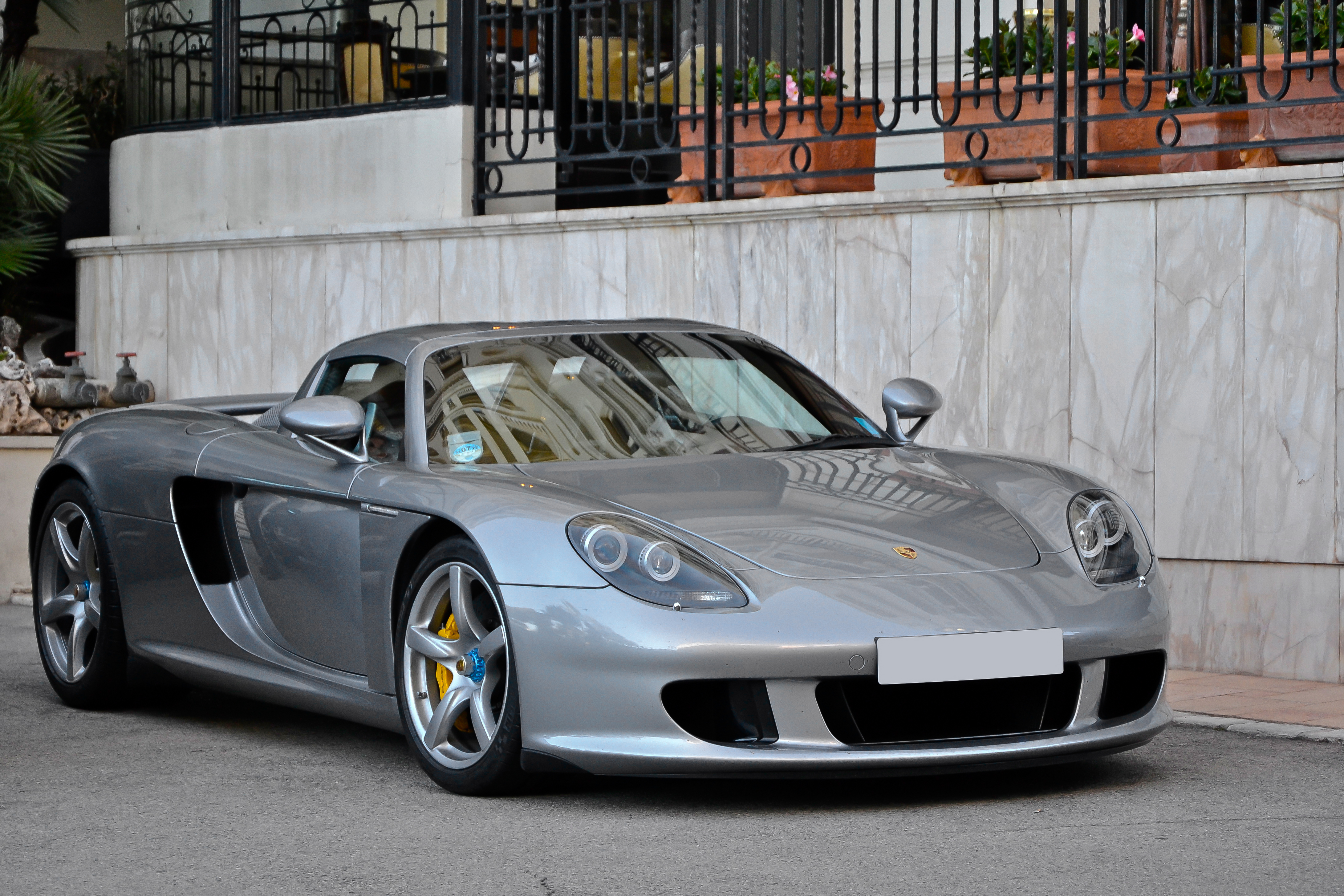 porsche being sued by paul walker 39 s daughter citing unsafe carrera gt art of gears. Black Bedroom Furniture Sets. Home Design Ideas