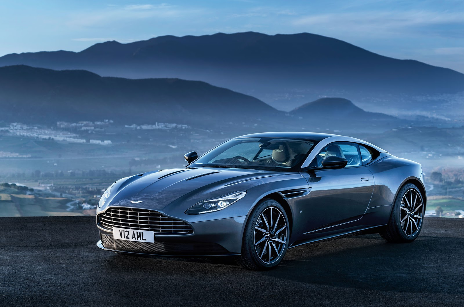 DB11 Aston Martin the Blue