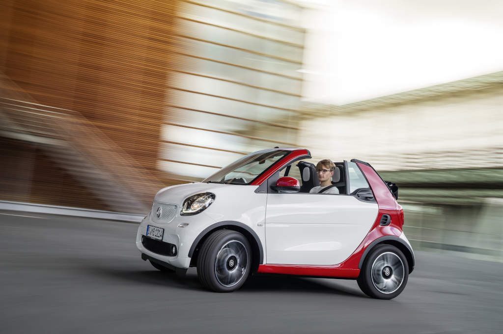 Breaking 2016 Smart Fortwo Cabrio Means Suns Out Funs Out Art Of