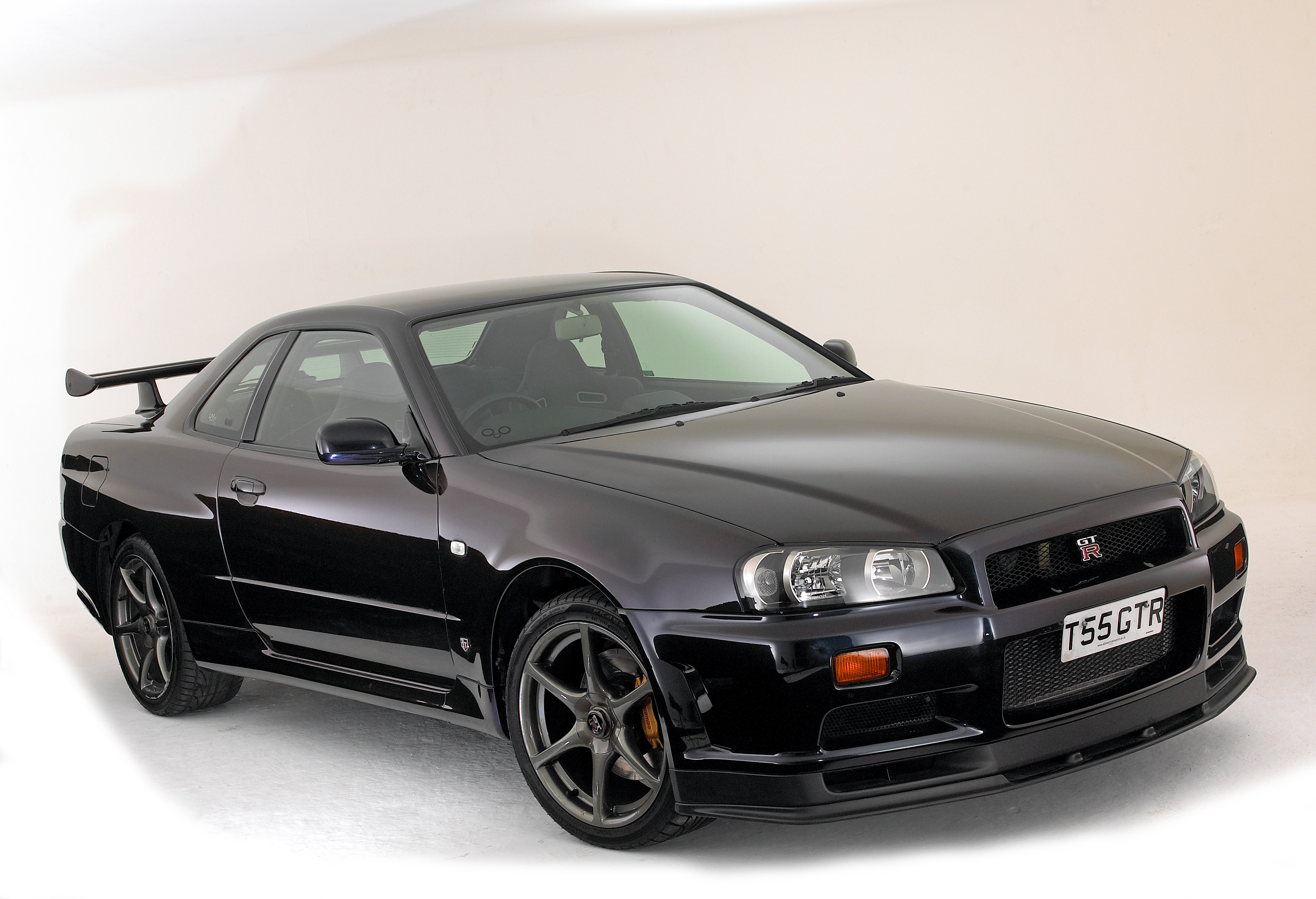 nissan skyline and gt r tuning shop in the uk burns down. Black Bedroom Furniture Sets. Home Design Ideas