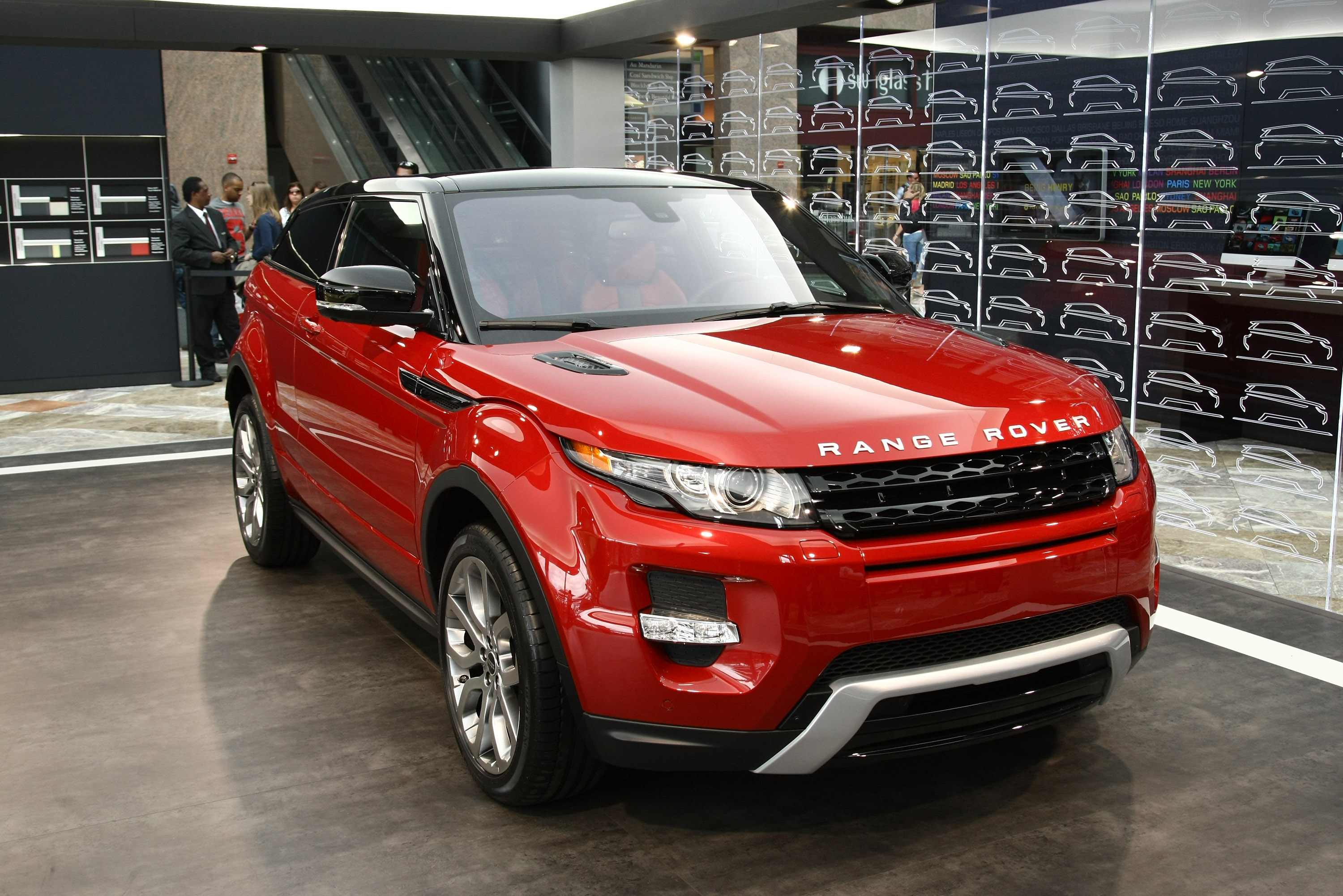 range rover evoque uk s premier league footballers buy a lot of it. Black Bedroom Furniture Sets. Home Design Ideas