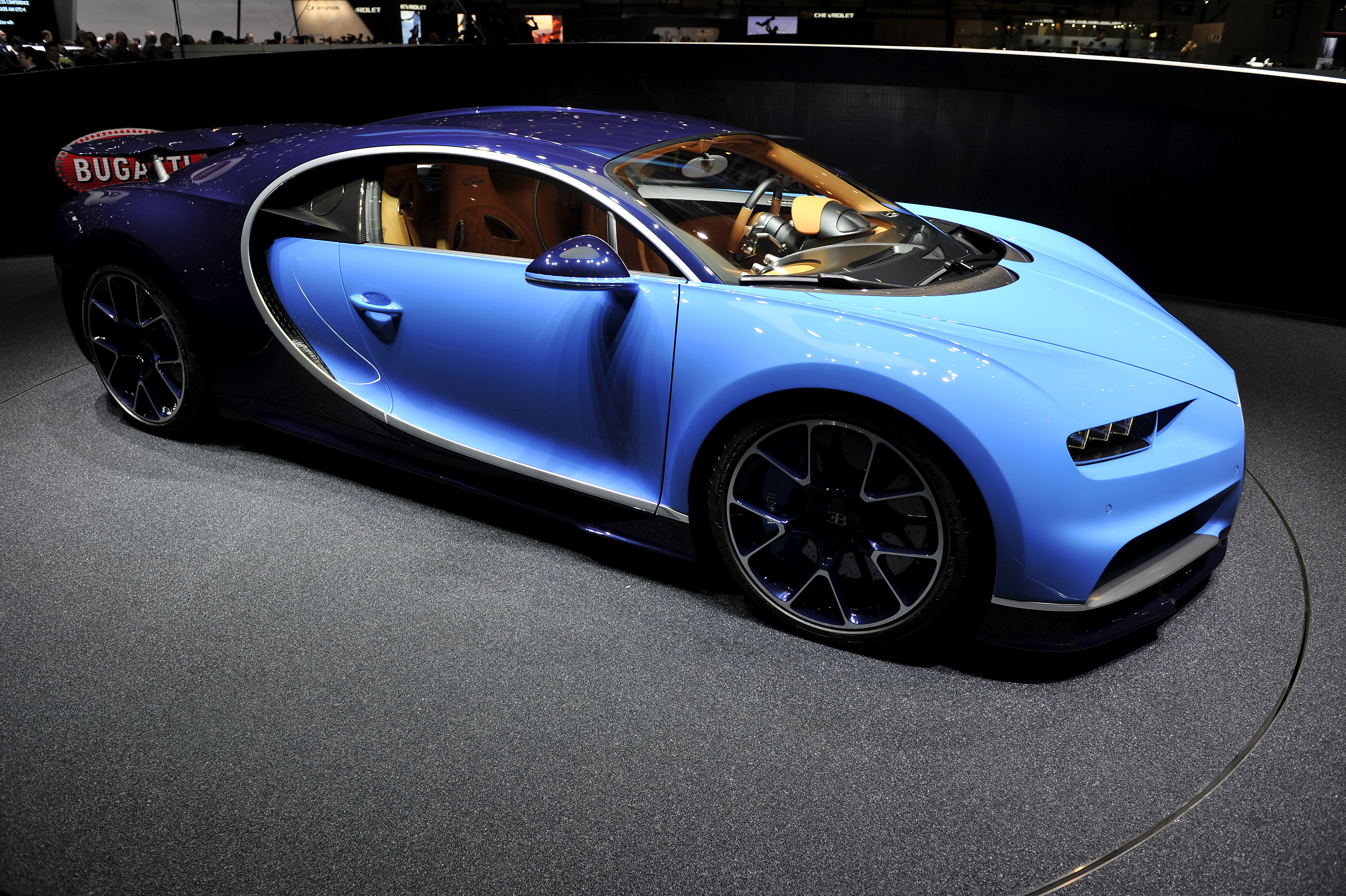 bugatti chiron fuel efficiency figures are better than the veyron s. Black Bedroom Furniture Sets. Home Design Ideas