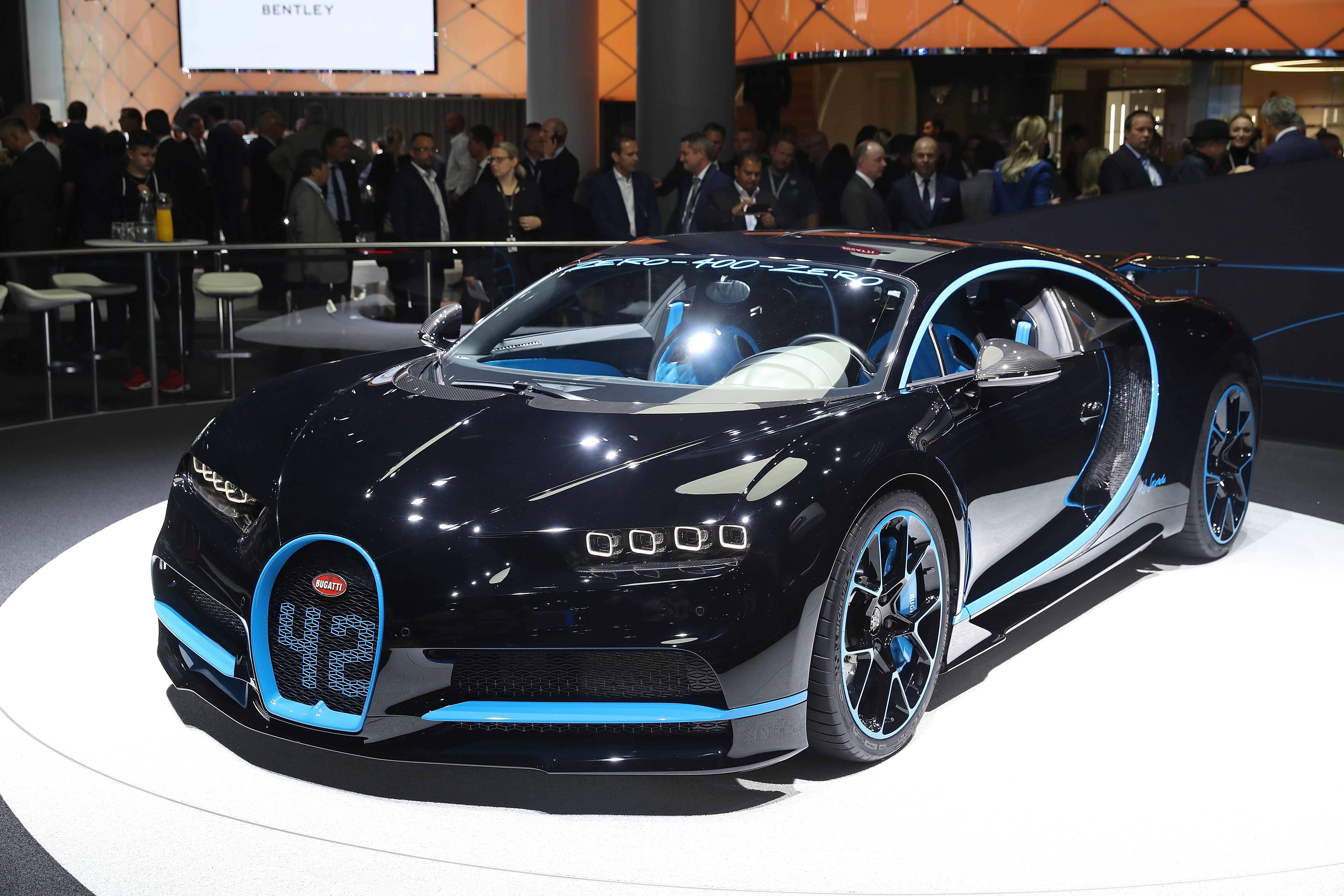watch the bugatti chiron set 0 249 0 mph world record of 42 seconds. Black Bedroom Furniture Sets. Home Design Ideas
